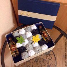 Подарки для мужчин, ручной работы. Ярмарка Мастеров - ручная работа. Купить Мужская коробка с носками и алкоголем. Handmade. Разноцветный, конфеты