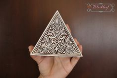 Wood Block Printing Hand Carved Indian Wood by BlackleafArt Dreieckiges Tattoos, Word Block, Printmaking, Hand Carved, Triangle, Carving, Textiles, Diy Crafts, Stamp