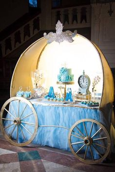 If I ever have Jazlynn a Cinderella party! Cinderella Theme, Cinderella Birthday, Disney Birthday, 1st Birthday Parties, Cinderella Party Decorations, Cinderella Baby Shower, Cinderella Centerpiece, Birthday Ideas, Cinderella Carriage