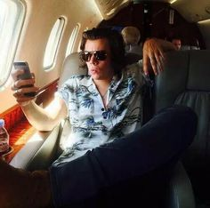 Harry's come to work dressed as Ace Ventura today (Harry Styles, One Direction) Niall Horan, One Direction, Bae, Photo Star, Mr Style, Wattpad, Treat People With Kindness, 1d And 5sos, Harry Edward Styles