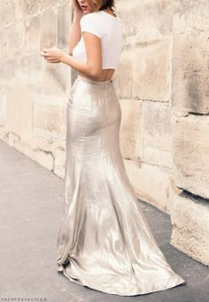 Long metallic skirt and crop top Mode Style, Style Me, Topshop Online, Metallic Skirt, Silver Skirt, Glamour, Mode Inspiration, Fashion Inspiration, Look Fashion