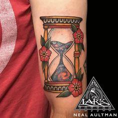 Traditional Tattoo Hourglass, Traditional Tattoo Flowers, Traditional Ink, Neo Traditional Tattoo, Viking Tattoos, Leg Tattoos, Body Art Tattoos, Future Tattoos, Tattoos For Guys