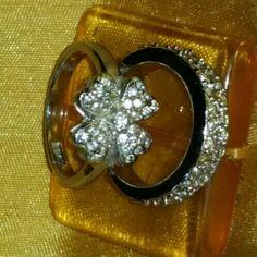 White Austrian crystal flower ring set White Austrian crystal flower ring set Jewelry Rings