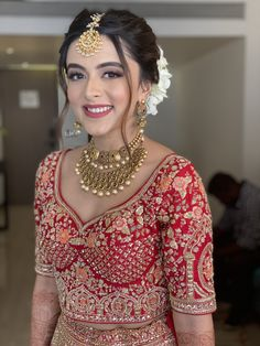 Indian Bridal Photos, Bridal Hairstyle Indian Wedding, Bridal Hair Buns, Indian Wedding Bride, Indian Bridal Hairstyles, Indian Bridal Outfits, Indian Bridal Makeup, Indian Bridal Fashion, Lehenga Hairstyles