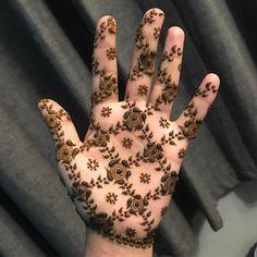 very unique style henna design by @nighatkazim_hennapro #mehndi #mehndidesign #henna #hennadesign #hennatattoo #hennaart #mehndiart