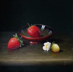 Ian Mastin_Red Lacquer Bowl with Strawberries_10x10