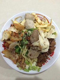 Mie Bakso Spesial 68. Our best seller! Dilengkapi dengan ayam, bakso, tahu kok, hekeng (udang), telur, daging dan babat.