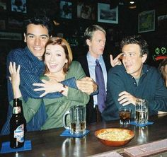 HIMYM opening theme pic of Lily and Ted, Barney and Marshall