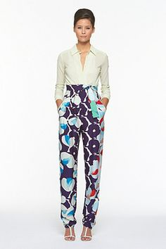 I couldn't be more in love with these DVF pants! dvf print, fashion, printed pants, style, floral print, white shirts, dvf pant, leaves, pajama pants