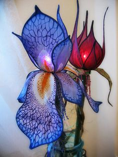 Lamps stained glass flowers tulip iris art objects … - All For Lamp İdeas Iris Flowers, Silk Flowers, Iris Art, Diy And Crafts, Arts And Crafts, Lampe Applique, Stained Glass Flowers, Fairy Lamp, Fairy Lights