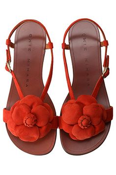 Flat Sandals in any color but red Cute Sandals, Flat Sandals, Summer Sandals, Shoes Sandals, Flats, Star Fashion, Leather Shoes, Me Too Shoes, Fashion Shoes