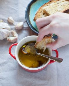 How to Turn Extra Garlic into Garlic Confit. And an excuse to buy those cute Le Cruset pots Entree Recipes, Side Dish Recipes, Cooking Recipes, Healthy Recipes, Cooking Tips, Healthy Food, Good Food, Yummy Food, Fun Food
