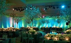 Wow! Love the #blue #colorwash look and blossoming floral decor. Photo via #simpleweddingtabledecorations