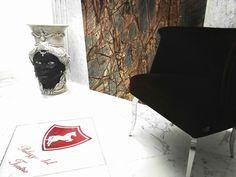Prospettive di benvenuto... #hall #details #reception #art #design #fendi #brand #testadimoro #ceramica #Caltagirone #marmo #radici #palazzo #teatro #Pirandello #welcome #holidays #winter #vacanze #cultura #archeologia #arte #girgenti #Agrigento #Sicilia www.palazzodelteatro.it