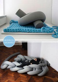 giant knitting Home Decor Furniture, Cool Furniture, Furniture Design, Giant Knitting, Arm Knitting, Laine Chunky, Diy Bean Bag, Cotton Cord, Bean Bag Sofa