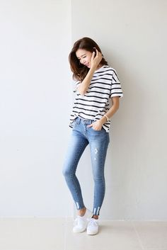 How To Wear Jeans Skinny Casual Outfits Ideas Outfit Jeans, Light Blue Jeans Outfit, Blue Jean Outfits, Hijab Jeans, Korean Fashion Summer, Asian Fashion, Look Fashion, Fashion Outfits, Fashion Trends