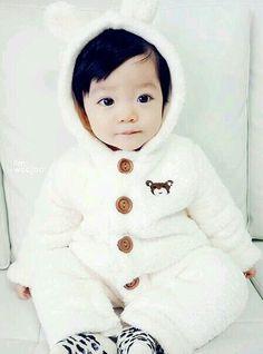 That cutie ❣️ Cute Asian Babies, Korean Babies, Asian Kids, Cute Babies, Baby Outfits, Ulzzang Kids, Baby Kind, Cute Korean, Beautiful Children