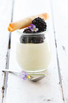 yoghurt with blackberries
