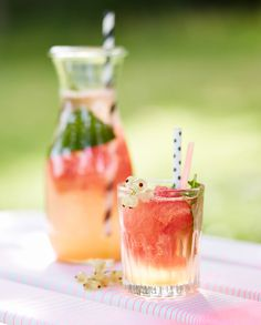 Watermelon coolers for your summer picnic - recipe on Leff Interiorstyling - http://www.leffinteriorstyling.com/spring-lunch/