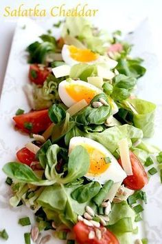 Pyszna sałatka z cheddarem.Smakuje doskonale nawet bez dressingu! Pizza Recipes, Salad Recipes, Diet Recipes, Cooking Recipes, Healthy Recipes, Best Food Ever, Appetisers, Health Diet, Caprese Salad