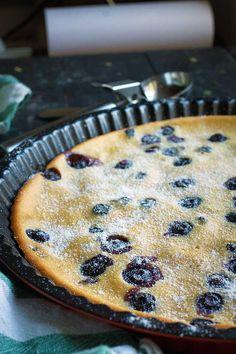 Vegan Blueberry Clafoutis - Quick and Easy Recipe! Blueberry Clafoutis, Vegan Blueberry, Good Healthy Recipes, Vegan Recipes, Vegan Food, Healthy Snacks, Healthy Eating, Vegan Gluten Free Desserts, Gluten Free Cakes
