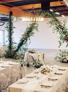 La Tavola Fine Linen Rental: Topaz Fog with Aurora White Table Runners and Tuscany Natural Napkins | Photography: Meiwen Wang Photography, Venue: BLOC Venue, Event Planning & Design: Natalie Choi Events, Florals: The Loved Co, Paper Goods: Carissa Vianca, Rentals: The Chiavari Guys and Standard Party Rentals