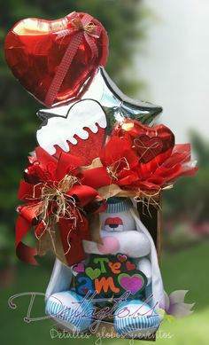 Candy Bouquet, Balloon Bouquet, Balloon Gift, Heart Crafts, Love Heart, Gift Baskets, Valentine Day Gifts, Bouquets, Diy And Crafts