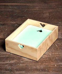 Cajón Corazón Pequeño - Cajón en triplex con tapa. $75.000 COP. Cómpralo aquí--> https://www.dekosas.com/productos/decoracion-hogar-muebles-cajon-corazon-pequeno-resto-madero-detalle