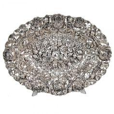 Centro de mesa de prata portuguesa. Contraste Javali, 2º Título. Marca de manufatura. Decoração