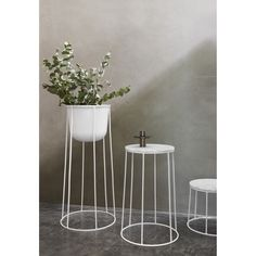 Mesa auxiliar Wire table 20 black Menu As Wire Table, Japanese Tree, Small Fountains, Plant Table, Plant Pots, Outdoor Side Table, Pot Plante, Floating Flowers, Interior Plants