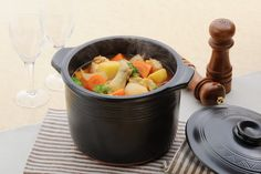 Pictured above is a Buono series pot.  A popular stewing pot overseas in Hong  Kong and Taiwan.