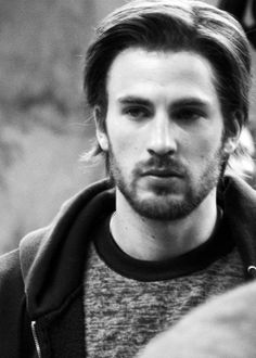 Chris Evans. it baffles me how one man can be so freaking attractive no matter the amount of hair he has, on his face OR head.