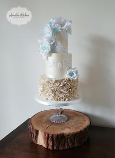 Champagne shimmer - Cake by Helen Ward