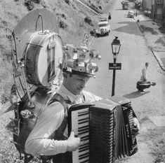 Robert Doisneau, Paris, 1957 © Atelier Robert Doisneau tag: music clown