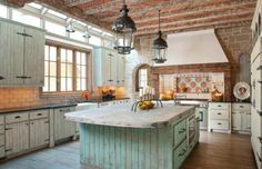 10 Rustic Kitchen Designs That Embody Country Life Freshomecom rustic country kitchen decor - Kitchen Decoration Rustic Country Kitchens, Farmhouse Kitchen Island, Country Kitchen Designs, Rustic Kitchen Design, Farmhouse Kitchen Cabinets, Modern Farmhouse Kitchens, Rustic Homes, Rustic Farmhouse, Primitive Kitchen