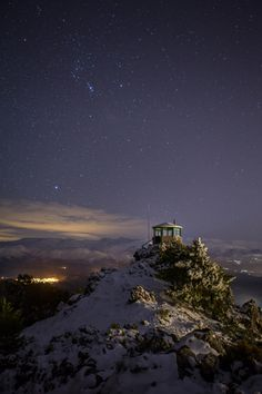Sierra de Huétor, Granada. Foto de Andrés Castillo. #Granada #España #Noche #Estrellas #Montaña #Cielo #LPTraveller #PostalesLP