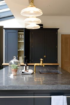 Thick Belgian blue limestone worktops, 'Pantry Blue' cupboards, Bella Brass door furniture and deVOL's Aged Brass taps look so cool in this London Kitchen. Shaker Kitchen, New Kitchen, Kitchen Decor, Kitchen Design, Kitchen Ideas, Kitchen Colors, Limestone Countertops, Kitchen Countertops, Kitchen Worktop