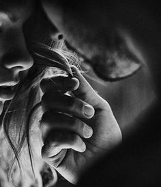 Black and white couple photoshoot - Take a look at some amazing tips to capture black and white photos. Photo Couple, Love Couple, Couple Shoot, Couple Boudoir, Cute Couples Goals, Couples In Love, Romantic Couples, Romantic Kisses, Couple Photography
