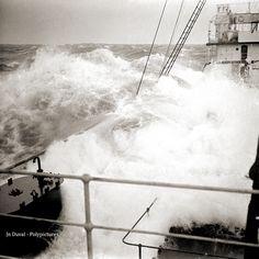 Bateau en pleine tempête maritime #5 Années 1920 D'après négatif photo ancien