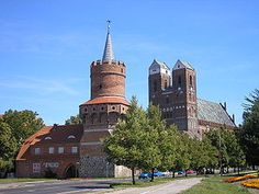 Medieval town gate Mitteltor and St Mary Church Hamburg Germany, Medieval Town, Gothic Architecture, Kirchen, Mosque, Barcelona Cathedral, Temple, Mansions, House Styles