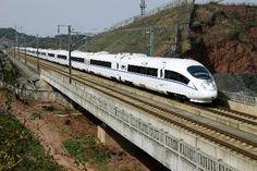 中国版新幹線の「和諧号」(新華社=共同) ▼12Jul2014共同通信|中国、政権交代で列車名も変更 「和諧」が「聯通」に http://www.47news.jp/CN/201407/CN2014071201001650.html #China_Railway_High_speed #CRH #中国铁路高速 #中國鐵路高速 #Hexie_Hao #和谐号 #和諧號