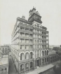 1903 ~ View showing Rowe St on southern face in Sydney.Photo from State Library of Sydney. Australia Hotels, Sydney Australia, Old Pictures, Old Photos, The Rocks Sydney, Australian Photography, Historical Architecture, Public Architecture, Largest Countries