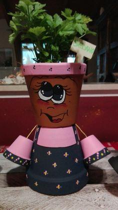 La mia signorina Ortolani Flower Pot Art, Clay Flower Pots, Flower Pot Crafts, Vase Crafts, Clay Pot Crafts, Diy Clay, Clay Pots, Flower Pot People, Clay Pot People