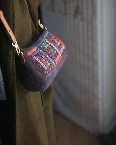만들어보고싶은 크로스백 : 네이버 블로그 Patchwork Bags, Quilted Bag, My Bags, Purses And Bags, Diy Bags Patterns, Japanese Bag, Fabric Bags, Mini Purse, Cloth Bags