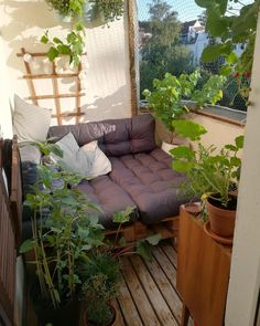 Looking for small balcony design ideas? Looking for small balcony design ideas? Decor, Furniture, Interior, Balcony Furniture, Home Decor, Palette Furniture, Apartment Decor, Apartment Balcony Decorating, Pallet Sofa