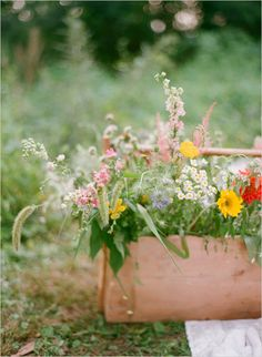 wooden crates. caja de madera. flores. flowers. decor. wedding. boda. party. fiesta