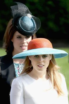Princess Beatrice Photos - Princess Eugenie and Princess Beatrice in the Parade Ring as she attends Ladies Day on day 3 of Royal Ascot at Ascot Racecourse on June 18, 2015 in Ascot, England. - Royal Ascot - Day 3