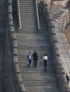 """MICHELLE OBAMA EN CHINA (23 Mar 2014) - """"Michelle Obama visita con sus hijas la Gran Muralla"""". .. Michelle Obama aprovechó su viaje a China para visitar con sus hijas, Malia y Sasha, una parte de la Gran Muralla. .."""