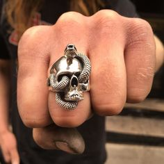 Our Naga Skull Ring: Nāgá meaning Cobra in Sanskrit is considered in Hinduism as a nature spirit and the protector of springs wells and rivers. Nāgás are snakes that may take human form but according to ancient stories they are only vengeful to humans whe Skull Wedding Ring, Skull Engagement Ring, Piercings, Moissanite Bridal Sets, Skull Jewelry, Skull Rings, Gold Jewellery, Bijoux Diy, Sterling Silver Jewelry