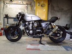 Yamaha XJR1300 Cafe Racer by Tony Attanasio #motorcycles #caferacer #motos | caferacerpasion.com